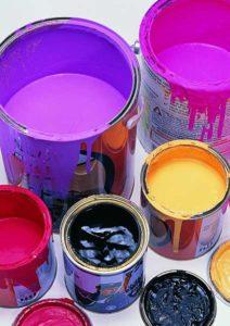 Акриловые и латексные краски. Какую краску лучше выбрать для окраски стен и потолка?